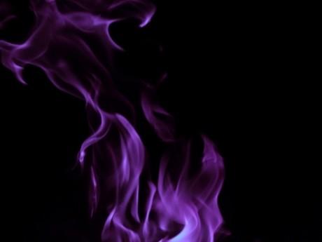 Victor Ponta a scăpat de temuta flacără violet. Vrajitoarea Vanessa garantează PSD