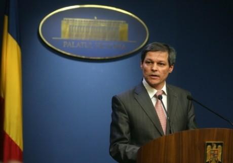 Dacian Cioloș, somat din PSD: Să ne spună ce le face miniștrilor care au ofensat românii
